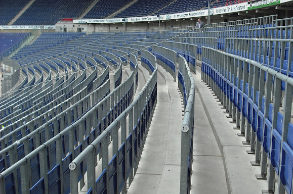 Double loaded safe standing with rail seats in Hannover, Germany. Courtesy: Jon Darch (http://www.safestandingroadshow.co.uk)