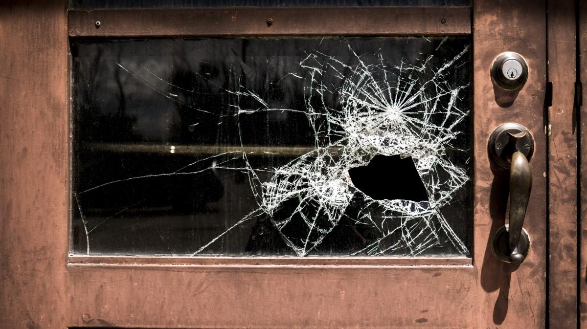 Broken_glass_school_damaged_window_crime_broken_glass_broken_window-624482